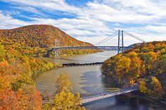 Bear Mountain Bridge in New York across the Hudson River. Hudson River, Hudson Valley, Railroad Bridge, Bear Mountain, Westchester County, Pedestrian Bridge, Suspension Bridge, Travel Usa, Places To Go