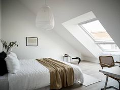 First-class Attic bedroom bathroom design,Attic bathroom under eaves and Attic storage ladder. Attic Playroom, Attic Loft, Attic Stairs, Attic Office, Garage Attic, Attic Ladder, Attic Renovation, Attic Remodel, Small Space Living