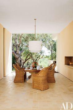 Indoor-Outdoor Living Designs by Backen, Gillam & Kroeger Architects Indoor Outdoor Living, Outdoor Spaces, Outdoor Fire, Outdoor Dining, Patio Design, Chair Design, House Design, Zen, California Homes