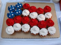 Independence Day of July) Flag Cupcakes! I would use mini cupcakes, so you can do an extra stripe or two at the bottom. I like that it's a wavy design, not just straight across. 4th Of July Celebration, 4th Of July Party, Patriotic Party, Fourth Of July, Patriotic Cupcakes, 4th July Cupcakes, Patriotic Desserts, 4th If July Desserts, Patriotic Outfit