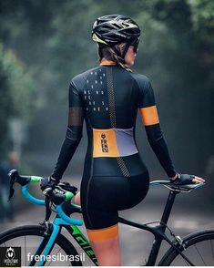 These Tunes Will Take Your Cycling Workout to the Next Level Looking for a motivating cycling playlist? These songs will take your cardio cycling workout to the next level. Cycling Girls, Cycling Wear, Cycling Jerseys, Carb Cycling, Cycling Outfits, Seed Cycling, Women's Cycling, Winter Cycling, Cycling Clothes