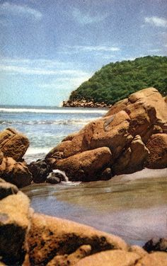 Beautiful Acapulco http://www.travelandtransitions.com/destinations/destination-advice/latin-america-the-caribbean/mexico-travel-the-best-mexico-beaches-in-western-mexico/