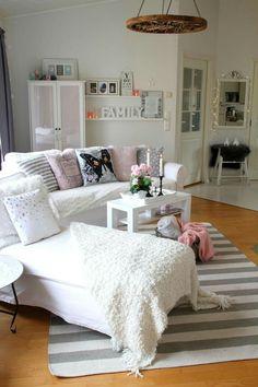 Maton ja sohvan asettelu. Valkoista harmoniaa blogi.
