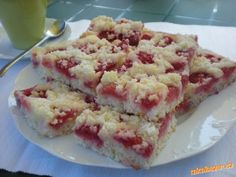 Jogurtový koláč s ovocem Krispie Treats, Rice Krispies, Deserts, Food And Drink, Cooking Recipes, Yummy Food, Sweets, Baking, Fruit