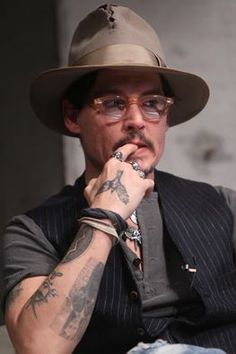 Image uploaded by Johnny Depp. Find images and videos about swag, hero and johnny depp on We Heart It - the app to get lost in what you love. Famous Men, Famous Faces, Johnny Depp Pictures, Young Johnny Depp, Jonny Deep, Pirates Of The Caribbean, Johnny Was, Man Alive, Best Actor