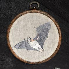 Een persoonlijke favoriet uit mijn Etsy shop https://www.etsy.com/nl/listing/293395439/embroidery-hoop-bat