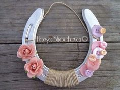 Cute horseshoe idea for cowgirl party theme Horseshoe Crafts, Horseshoe Art, Horseshoe Projects, Lucky Horseshoe, Horse Party, Cowgirl Party, Rodeo Party, Horse Birthday Parties, Art Birthday