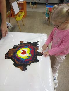 """Non-Messy"" group painting- this looks incredible for sensory fine motor social play. Kindergarten Art, Preschool Art, Toddler Activities, Preschool Activities, Preschool Education, Sensory Art, Messy Art, Toddler Art, Collaborative Art"