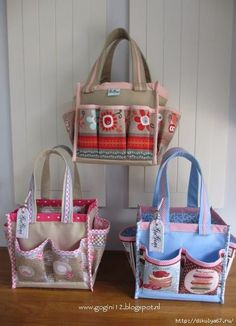 Mini Scrap Tote gemaakt met de handege werkbeschrijving van Gogini www. Patchwork Bags, Quilted Bag, Sacs Tote Bags, Diy Sac, Sewing Baskets, Craft Bags, Fabric Bags, Fabric Basket, Bag Patterns To Sew