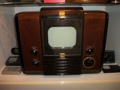"RCA-621TS, 1946, VINTAGE/ANTIQUE TELEVISION,5"" SCREEN,TUBE TV.MINT RESTORED-RARE 
