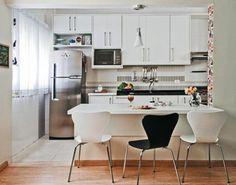 Mesa de jantar integrada com a cozinha