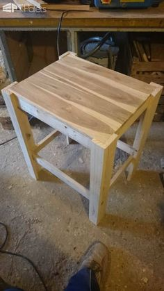 Pallet Table Plans Small Garden Coffee Table Pallet Coffee Tables - A small garden coffee table made entirely out of reclaimed pallet wood. Small Garden Coffee Table, Teal Coffee Tables, Coffe Table, Wooden Pallet Projects, Diy Pallet Furniture, Recycled Pallets, Wood Pallets, 1001 Pallets, Pallet Wood