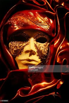venetian-mask-on-fire-picture-id157196234 (689×1024)