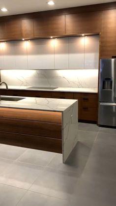 Modern Kitchen Interiors, Luxury Kitchen Design, Kitchen Room Design, Contemporary Kitchen Design, Kitchen Layout, Interior Design Kitchen, Modern Kitchen Cabinets, Dark Cabinets, Modern Kitchen Designs