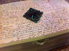 Caixa de jóias verde com verde em relevo de metal pássaro por foreverkatydid