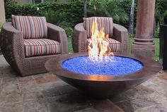 Blue Pits DIY fire pit designs ideas - Do you want to know how to build a DIY outdoor fire pit plans to warm your autumn and make s'mores? Find inspiring design ideas in this article.