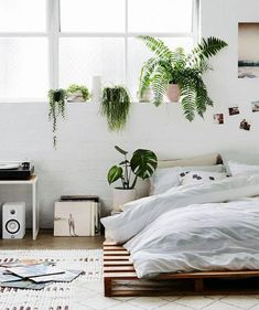 Bohemian bedroom Plants - Our 20 Favorite Bohemian Style Bedrooms That Are Serving Up Major Inspo Cozy Bedroom, Bedroom Sets, Home Decor Bedroom, Bedroom Furniture, Bedding Sets, White Bedroom, Bedroom Small, Master Bedroom, Bedroom Inspo