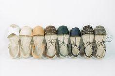 Esprit Riviera à emporter partout, cette chaussure pyrénéenne en toile avec une semelle en corde reste l'alternative tout-terrain aux sandales. Sélection.