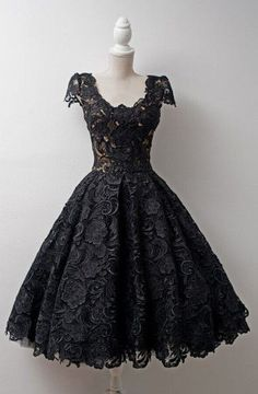 Timeless Scoop Knee-Length Cap Sleeves Ball Gown Lace Homecoming Dress TR0094