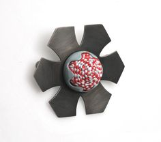 Vicki Mason Brooch: Untitled, 2016 Silver, textile © By the author. Read Klimt02.net Copyright.