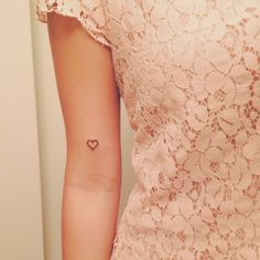 herz-tattoo-zärtlicher-look