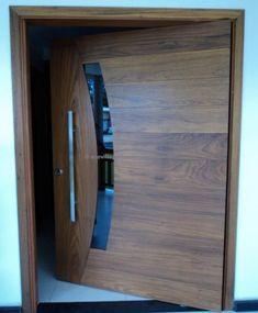 Porta pivotante de Lambril de Imbuia com 6,5 cm de espessura, visor curvo com vidro fumê 8 mm