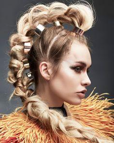 High Fashion Hair, High Fashion Makeup, Hair Inspo, Hair Inspiration, Futuristic Hair, Inspo Cheveux, Catwalk Makeup, Dramatic Hair, Avant Garde Hair