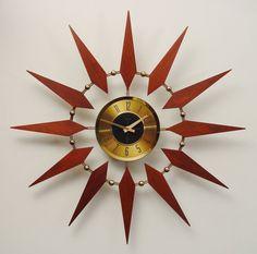 Starburst Clock by Elgin. Mid Century Modern by ClubModerne Atomic Wall Clock, Retro Clock, Wall Clocks, Vintage Clocks, Modern Clock, Mid-century Modern, Vintage Modern, Sunburst Clock, Mid Century Modern Design