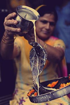 The Hindu festival of Nag-Panchami, observed during the monsoon and sees prayers and tributes to snakes. It is the day of victory of Hindu Lord Krishna over the Kaliya Snake. Krishna is also known as 'Kaliya Mardan'. Festivals Of India, Indian Festivals, Pakistan, We Are The World, People Of The World, Qi Gong, Kung Fu, Burma, Taj Mahal