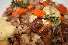 Boerekos met 'n Twist: KOEDOE POTJIE South African Dishes, South African Recipes, My Favorite Food, Favorite Recipes, Venison, Grubs, Recipies, Bar Food, Treats