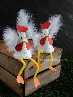Een leuke DIY op mijn blog hoe je kippen van een eierdoos maken kunt. Lekker knutselen voor Pasen om dan op tafel te zetten.