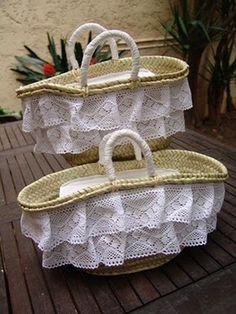 Risultati immagini per capazos decorados con crochet Ikea Basket, Baskets, Pom Pom Purse, Me Bag, Bamboo Weaving, Classic Handbags, Insulated Lunch Bags, Craft Bags, Best Bags