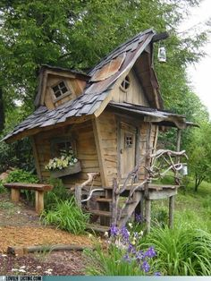 Playhouse made by a former Disney artist from found materials.  Super cute!