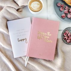 DESIGN THE LIFE YOU LOVE 2018 is already looking good with your new A5 planner in a shimmery design! Planning ahead while showing off, that's what this gorgeous planner is all about. Your new favorite planner doesn't only impress due...