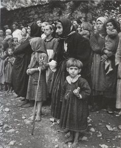 David Chim Seymour - Orphans of the Greek War circa 1948 - original photo Old Pictures, Old Photos, Vintage Photos, Greece Photography, Vintage Photography, David, Greek History, Famous Photographers, Magnum Photos