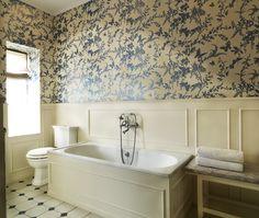Viktorianskt badrum i pärlvitt
