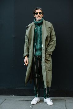 London Fashion Week Men's Street Style Fall 2018 Day The best Men's Street Style looks from the L Cool Street Fashion, Trendy Fashion, Fashion Styles, Style Fashion, Fashion Trends, Fashion 2018, Latest Men Fashion, Fashion Blogs, Fashion Ideas