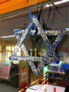 Simple Sparkling Star Craft for kids #Hanukah #crafts #kids