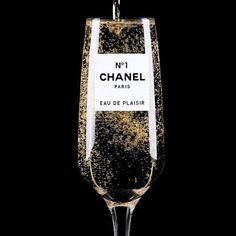 The amazing Clara Hallencreutz. Just discovered this artist. I LOVE 'Chanel Eau De Plaisir' by Clara Hallencreutz Mademoiselle Coco Chanel, Mode Poster, Parfum Chanel, Photo Deco, Chance Chanel, Chanel Outfit, In Vino Veritas, Chanel Paris, Chanel Couture