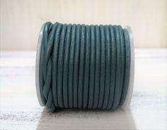 1m+Lederband+2mm+rund+grün+teal+green++von+ChaPu+auf+DaWanda.com