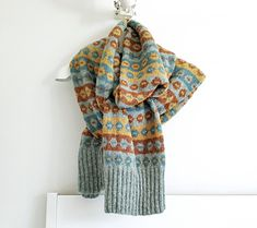 Extra long Fair Isle scarf is «Soomaa Snood Knitting Pattern, Fair Isle Knitting Patterns, Beanie Pattern, Hand Knitting, Hand Knitted Sweaters, Knitted Hats, Women's Sweaters, Dk Weight Yarn, Knit In The Round