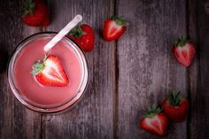 The Best Strawberry Coconut Oat Breakfast Smoothie. Wake up and blend up this healthy smoothie recipe for a great start to your day! Smoothie Glass, Juice Smoothie, Smoothie Blender, Diabetic Snacks, Diabetic Recipes, Gestational Diabetes Recipes, Strawberry Banana Smoothie, Strawberry Slushie, Valeur Nutritive