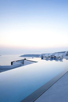 19 Of The Worlds Most Amazing Hotel Pools The pool at Grace Santorini Hotel Swimming Pool, Luxury Swimming Pools, Luxury Pools, Hotel Pool, Dream Pools, Swimming Pool Designs, Piscina Do Hotel, Piscina Spa, Beautiful Pools