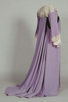 19th century maternity style - nightgown.jpg ~ wow, I'd get pregnant just so I could wear it ;D