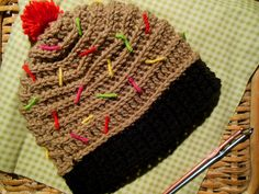 Have your cupcake, and wear it too! In this lesson, crochet designer Emi Gurumi demonstrates how to crochet a cupcake hat a beginning/intermediate project.