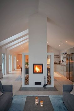 16 Gorgeous Double Sided Fireplace Design Ideas, Take A Look ! Gorgeous double sided fireplace kitchen Design Ideas indoor outdoor For Efficiency And Attractiveness, pictures, remodel and decor. Home Fireplace, Fireplace Design, Fireplace Kitchen, Fireplace Ideas, French Interior, Interior Design, Design Room, Diy Interior, Interior Doors