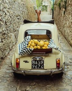 Vintage Fiat 500 in Amalfi Coast Italy 🍋🍋🍋 soludos / by Sincerely Jules Fiat 500l, Fiat Cinquecento, Italian Lifestyle, Italian Summer, French Summer, Sincerely Jules, Vintage Italy, All I Ever Wanted, Summer Aesthetic