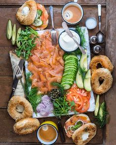 Idea Brunch Platte Bagels R ucherlachs Gurke Avocado Tomaten Gew rze New Ideas Idea Brunch Platte Bagels R ucherlachs Gurke Avocado Tomaten Gew rze New Ideas Susi Knuth knuthi Essen Fingerfood Avocado nbsp hellip Bagel Bar, Bagel Sandwich, Cooking Recipes, Healthy Recipes, Antipasto, Food Presentation, Food Inspiration, Love Food, Breakfast Recipes