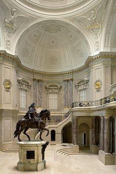 Bode Museum (Entrance Hall), Berlin.  Photographer: Reinhard Görner.