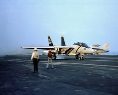 F-14A_VF-84_trap_on_USS_Nimitz_(CVN-68)_1981.JPEG (2378×1909)